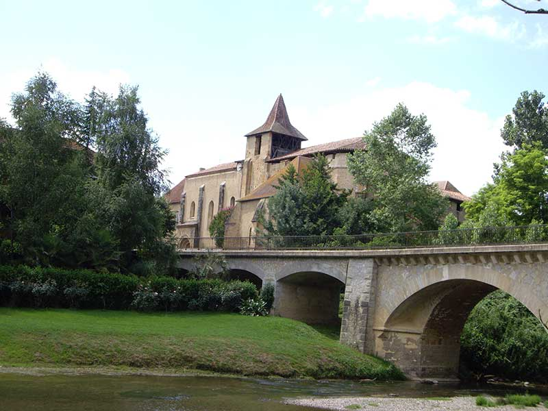 Abbaye de saint Sever de Rustan à découvrir lors de votre séjour en Madiran